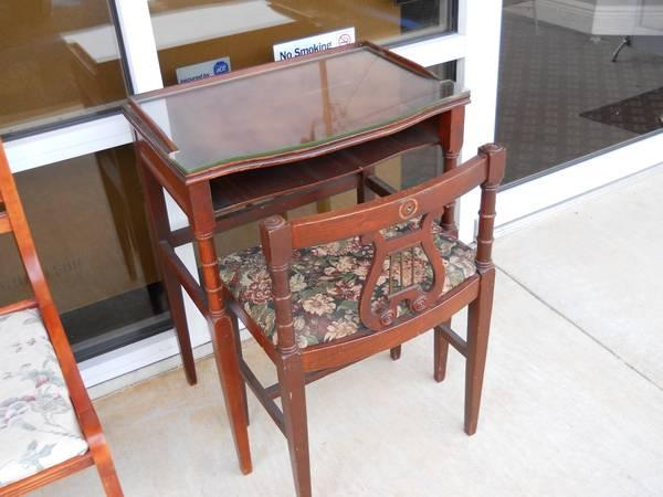 Antique Phone Table w/ Chair - $200 - Antique Phone Table W/ Chair - For Sale In Pensacola, Florida