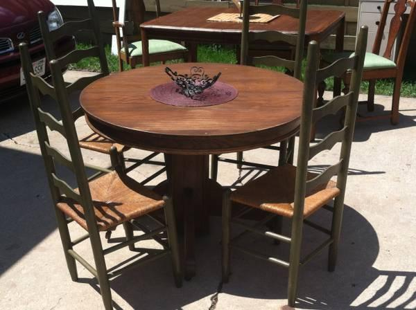 Antique Round Oak Table And Chairs For Sale In Appleton Wisconsin Classified
