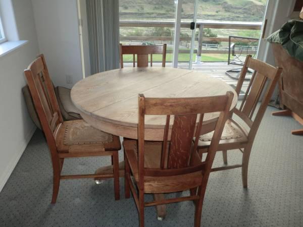 ANTIQUE ROUND OAK TABLE W/5 OAK CHAIRS - $325 - ANTIQUE ROUND OAK TABLE W/5 OAK CHAIRS - For Sale In Asotin