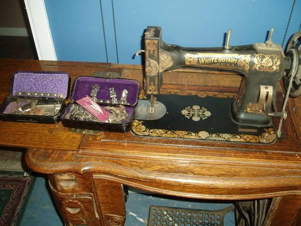 antique sewing machine in 6 drawer oak cabinet with accessories for sale in falls city oregon. Black Bedroom Furniture Sets. Home Design Ideas