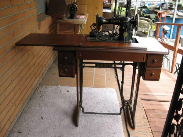 ANTIQUE SINGER SEWING MACHINE - $175