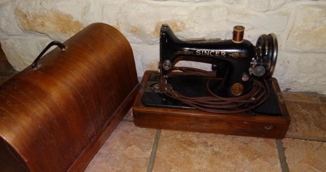 Antique Singer Sewing Machine Black Amp Gold 100 110volt 0