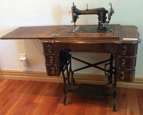 Antique Singer Sewing Machine - early 1900s - Aspen Valley
