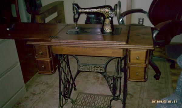 Antique singer sewing machine in original oak cabinet - Antique Singer Sewing Machine In Original Oak Cabinet For Sale In