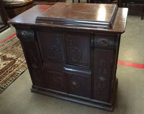 antique singer sewing machine in ornate cabinet for sale in austin wyoming classified. Black Bedroom Furniture Sets. Home Design Ideas