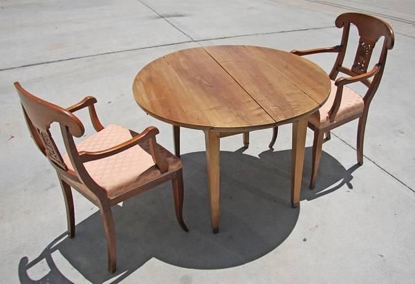 ANTIQUE TABLE & CHAIRS ** - $230 - ANTIQUE TABLE & CHAIRS ** - For Sale In Dana Point, California