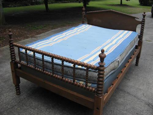 Antique Three Quarter Spindle Bed