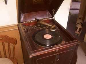 antique victrola - $160 (paw paw)
