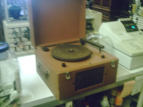 ANTIQUE VINTAGE RECORD PLAYER - $45