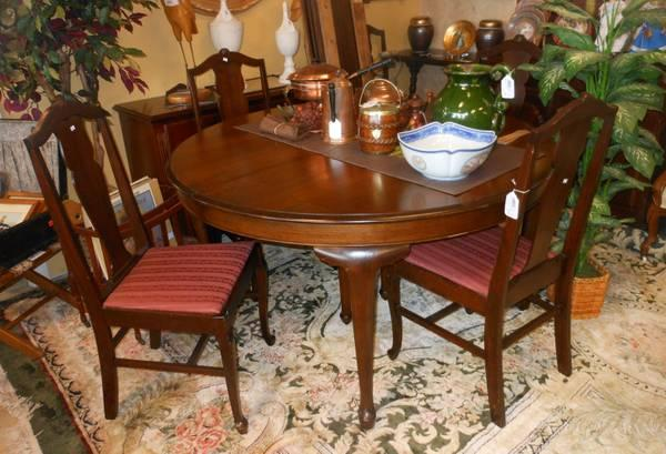 Antique Penn Table Company Walnut Dining Table And Chairs Classifieds   Buy  U0026 Sell Antique Penn Table Company Walnut Dining Table And Chairs Across The  USA ...