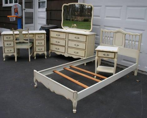 antique white french provincial 6 pc twin bedroom set for girls for sale in east hanover new. Black Bedroom Furniture Sets. Home Design Ideas