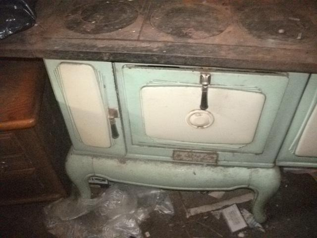 ANTIQUE WOOD COOK STOVE HAVE TO SELL ASAP