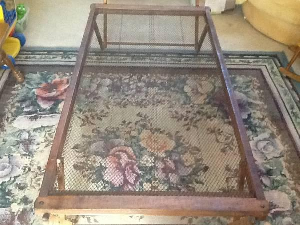 Antique wooden TruckleTrundle Twin Bed - $35