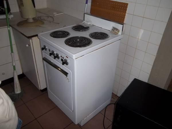 APARTMENT SIZE ELECTRIC STOVE - for Sale in Cleveland, Ohio ...