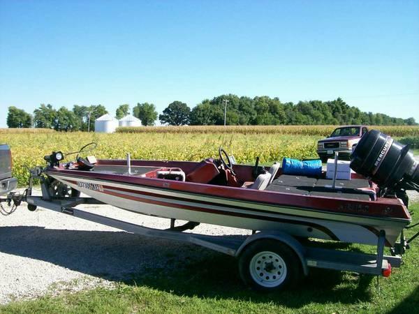 Aries Low Fiberglass Bass Boat Boat In Auburn Il