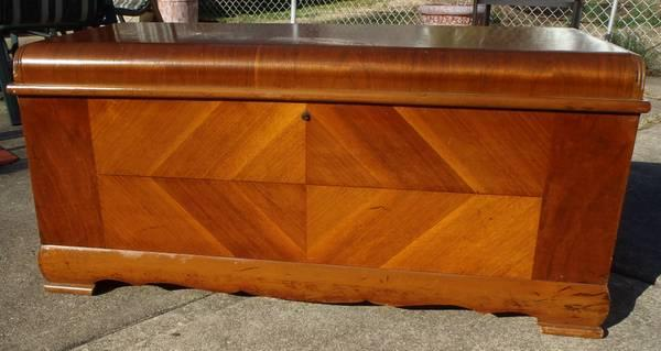 ART DECO CEDAR CHEST  TRUNK EARLY 1900S - $300