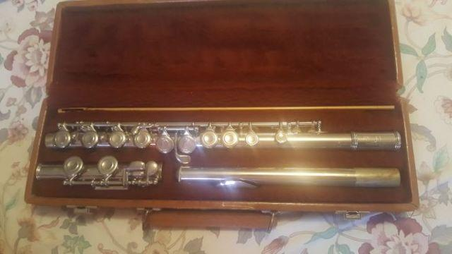 Artley silver plated flute-In GREAT condition