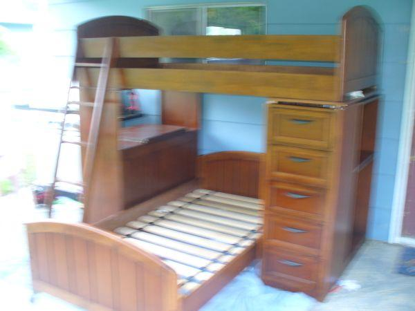 Ashley Furniture Bunk Beds Has Desk And Dresser Combined Very Nice