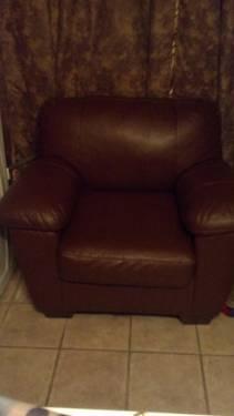 Ashley Furniture Livingroom Leather Set LIKE NEW MUST