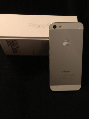 AT&T Apple iPhone 5 - 16GB Smartphone - White
