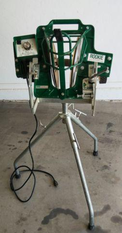 ATEC ROOKIE SOFTBALL PITCHING MACHINE - $700 (Avondale)