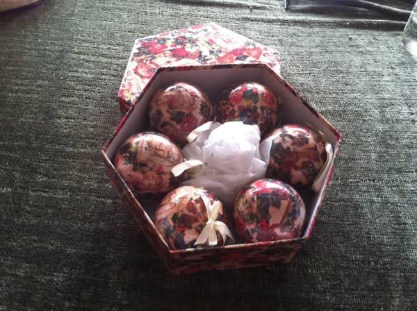 Avon 1999 Christmas Victorian Decoupage Ornaments  Gift Box - $25