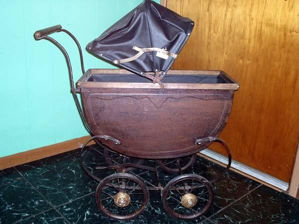 Baby Carriage Antique - $95