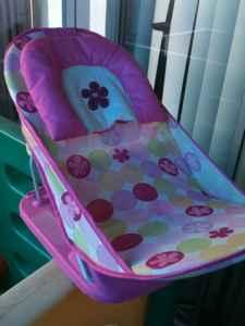 Baby Girls bath tub - $5 (Tracy)