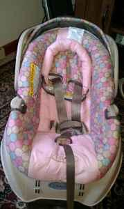 Baby infant carseat and baby crib - $25 (spencer)
