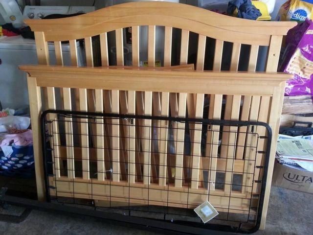 Baby Italia Convertible crib Turns into twin bed for Sale in Kent