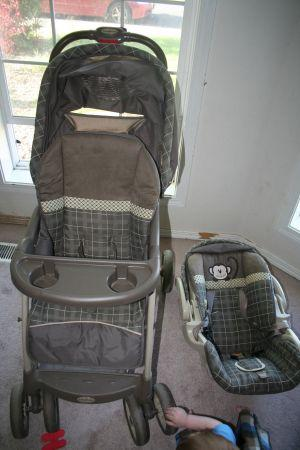 Baby Trend carseat and stroller - $80 (NE Salem)
