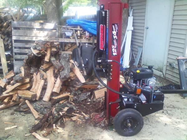 Bailey's Log Splitting & Stump Grinding At Your