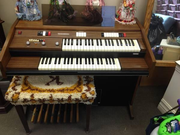 Baldwin Organ wonder chord interlude model 124... Shipping included - $300