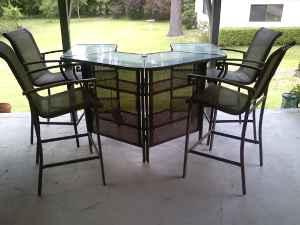 Bar Style Patio Furniture   $250 (shreveport)