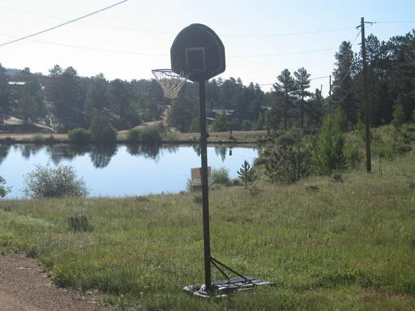 Basketball outdoor hoop - $85