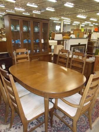Bassett 9 Piece Dining Room Set For Sale In Greenwich