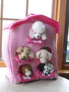 Beanie Baby size dog house with 5 cute stuffed dogs - $20