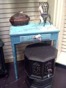 Beautiful Accent Table - $79 (The Finder's Market -