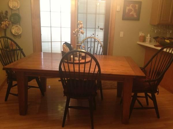 BEAUTIFUL ART VAN SOLID WOOD FARMHOUSE TABLE AND CHAIRS for Sale in Battle Cr