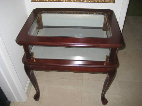 BEAUTIFUL Cherry Curio Display End Table Glass Top and