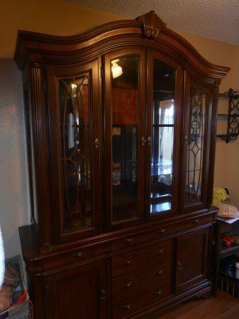 Beautiful Cherry Wood China Cabinet   $650 (Tulare)