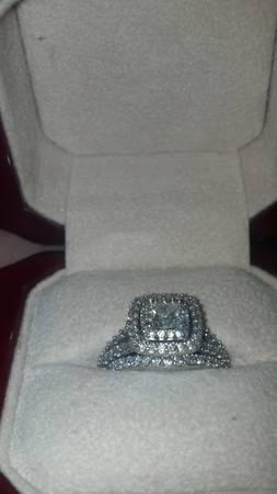 Beautiful Diamond Ring set in White Gold - $3999