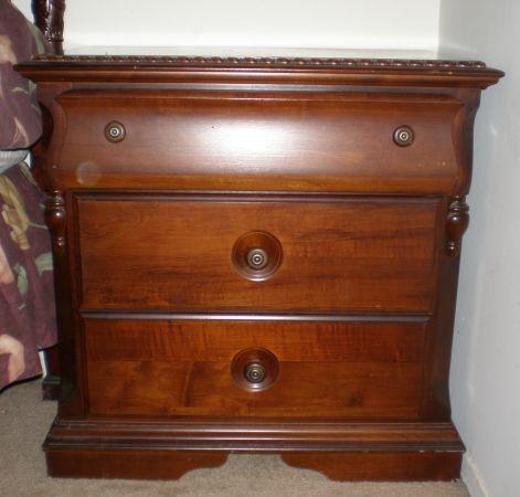 Beautiful Kingsize Cherry Wood Bedroom Suite Jenks For