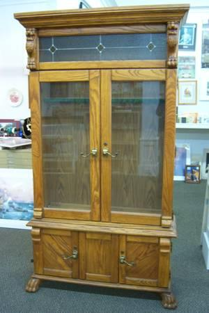 Beautiful Lighted Oak GUN CABINET with stained glass - $995