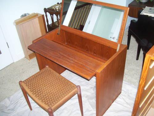Beautiful Mid Century Modern Teak Vanity