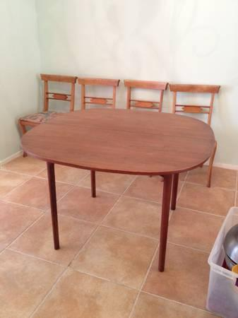 beautiful mid century modern wooden table - $200
