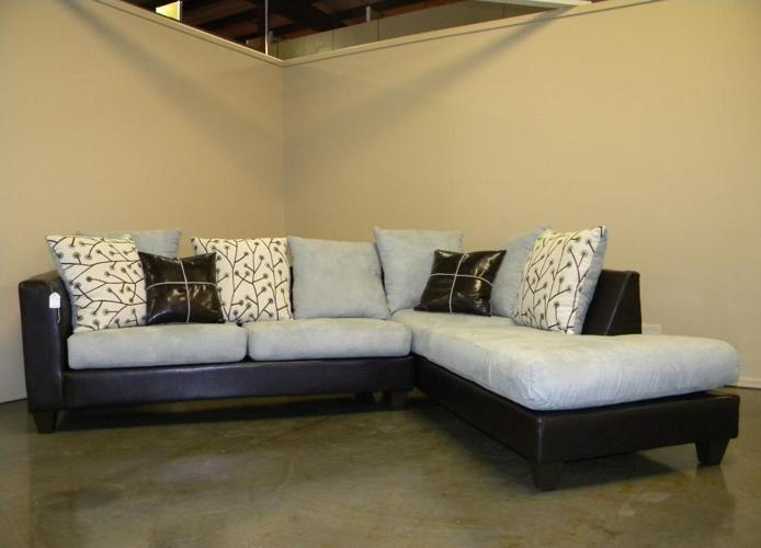 BEAUTIFUL *NEW* SECTIONAL / SOFA WITH CHAISE - $599