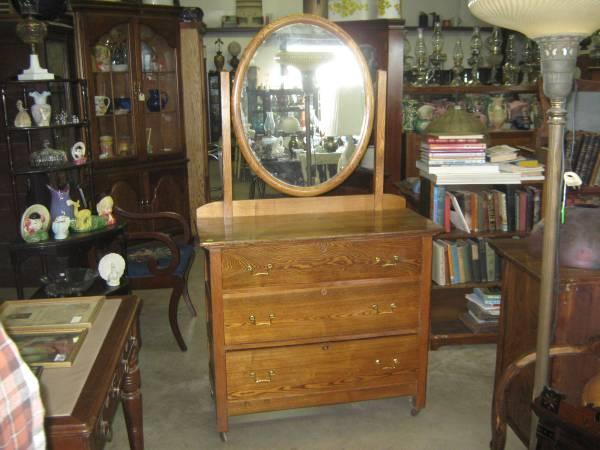 Beautiful Oak Arts and Crafts Dresser with Mirror - $300