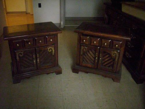 BEAUTIFUL PAIR OF ANTIQUE-MAPLE-BEDSIDE TABLES NIGHTSTANDS