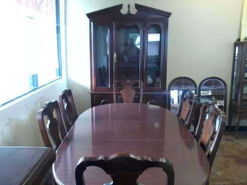 Beautiful Queen Anne Dining Room Set With Lighted China
